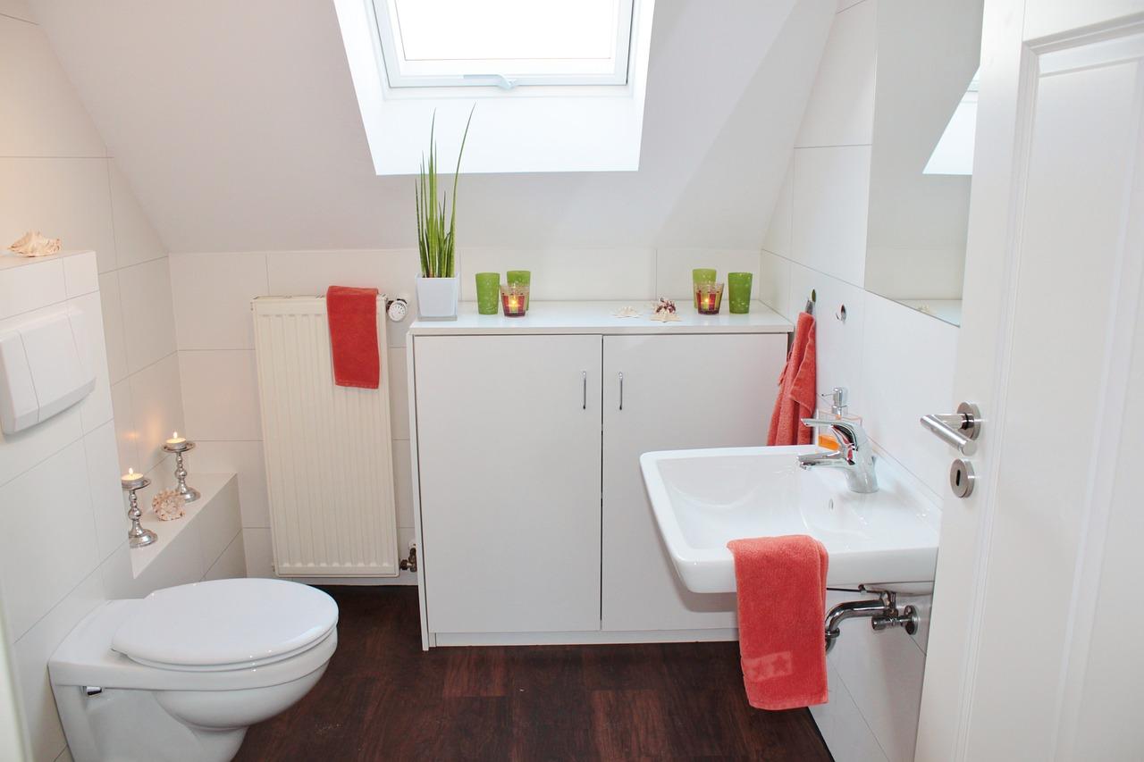 Grzejniki ze stali nierdzewnej – poznaj zalety wykorzystania tego materiału w produkcji grzejników łazienkowych!