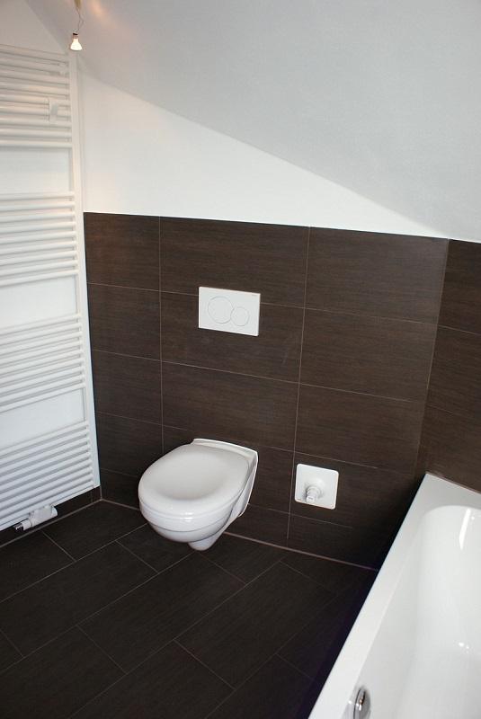 Toaleta przy grzejniku łazienkowym