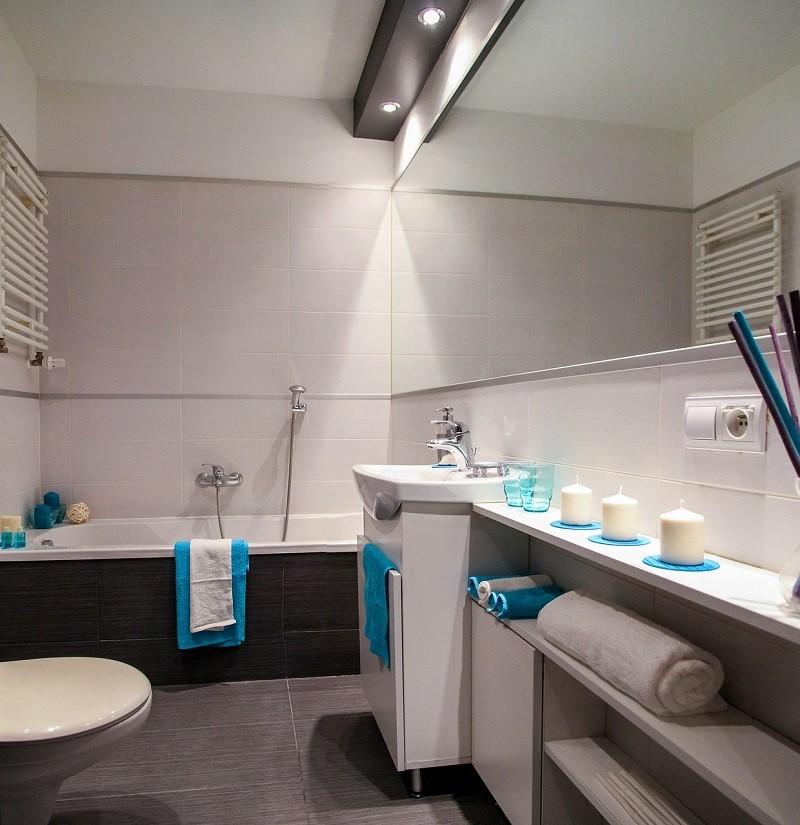 Nowoczesna łazienka z grzejnikiem stalowym